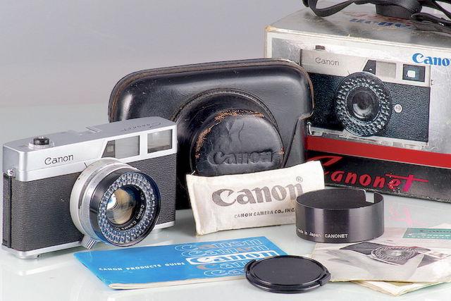 Canon CANONET. Nel gennaio del 1961, Canon introdusse,una fotocamera a telemetro da 35 mm di facile utilizzo rivolta all'utente medio.