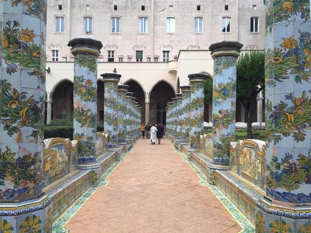Napoli, incontri letterari nel suggestivo scenario del Chiostro di Santa Chiara-1