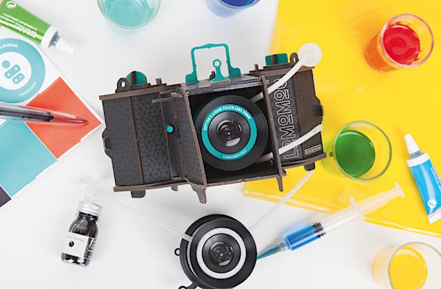 Lomomod n.01, questa fotocamera componibile con i suoi materiali sostenibili permette di disconnettersi dal mondo digitale che ci circonda e abbracciare la creatività.