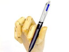Una Penna multifunzione Bic