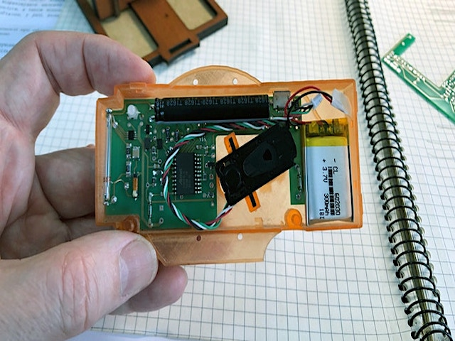 Jollylook - auto fotocamera istantanea -otturatore elettro meccanico ph credit Jollylook